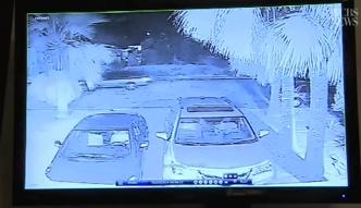 Podpalacz aut  nagrany kamerą monitoringu