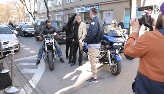 Nergal przyjeżdża na ściankę na motorze!