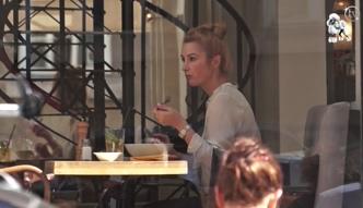 Samotna Brodzik na obiedzie