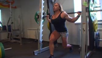 Rosjanka podnosi 240 kilo!