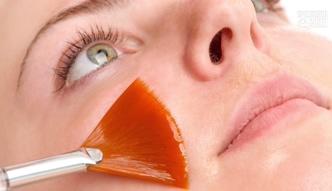 Peelingi chemiczne na jesienne odświeżenie skóry [Specjalista radzi]