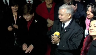Kaczyński z pluszowym Minionkiem w Krakowie
