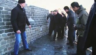 Wielki mur jak lodowisko. Duda niemal upadł