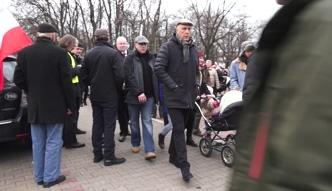 Giertych na marszu KOD-u z córką i... ochroną!