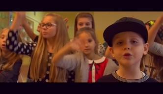 7-letni syn O.S.T.R. w teledysku: talent po ojcu, ambicję po matce