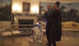 Barack i Michelle Obamowie tańczą z R2-D2 i żołnierzami-klonami
