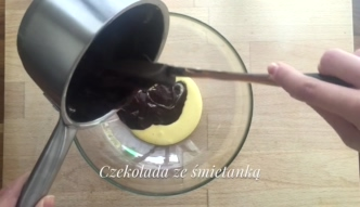Suflet czekoladowy z sosem szodonowym