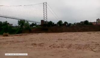 Zawalenie się mostu w Nepalu na skutek powodzi