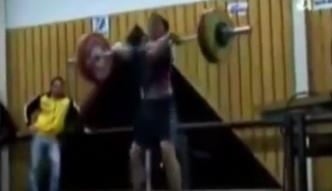 Kult masy mięśniowej na siłowni