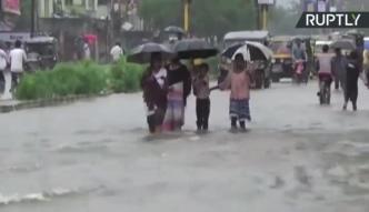 Dramatyczny bilans powodzi w Indiach: 135 ofiar śmiertelnych i miliony bez dachu nad głową