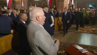 Duda podaje rękę Lechowi Wałęsie