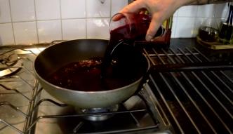 Darek Kuźniak zdradza w swoim programie Crazy Chef Cooking jak zrobić pysznego łososia