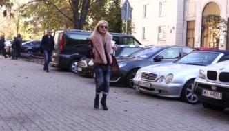 Monika Olejnik w różowym futerku