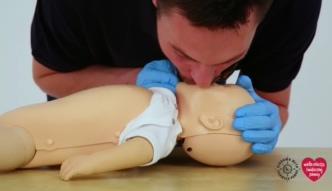 Jak wykonać sztuczne oddychanie niemowlakowi?