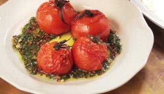 Pieczone pomidory z sosem chimichurri