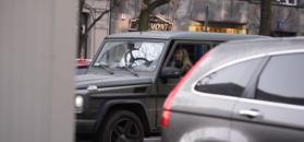 Wojciechowska wyjeżdża z parkingu nowym mercedesem