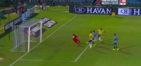 Bajeczny gol i hat-trick Paulinho. Zobacz skrót meczu Urugwaj - Brazylia [ZDJĘCIA ELEVEN]