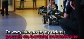 W tym szpitalu rządzą mali kierowcy. Dzieci na operacje jeżdżą mini-samochodami