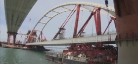 Most na Krym nabiera kształtów