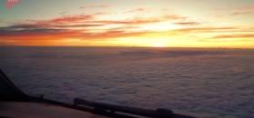 Wschód słońca z kabiny pilotów