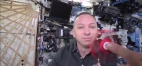 Astronauci z NASA eksperymentują z fidget spinnerem