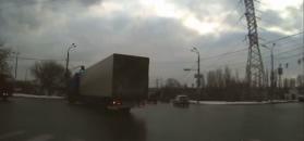 #dziejesiewmoto: czołówka z rozpędzoną ciężarówką i przelot przez skrzyżowanie pełnym ogniem