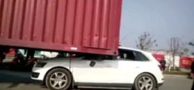 Wjechał luksusowym audi pod naczepę ciężarówki