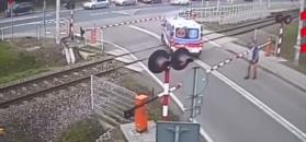 Karetka utknęła na przejeździe kolejowym. Kierowca zamiast uciekać, próbował schować się w kąt