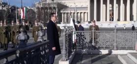 Premier Morawiecki składa kwiaty pod Pomnikiem Tysiąclecia