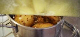 Jak wykorzystać wodę po ugotowanych ziemniakach?