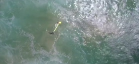 Dron uratował tonących nastolatków