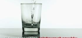 Dlaczego warto pić szklankę wody na pusty żołądek?