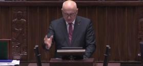 Brudziński: trzeba być skończonym idiotą, żeby zjadać tort z wafelków ze swastyką