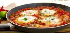 Szakszuka na śniadanie. Orientalny sposób na danie z jajkami
