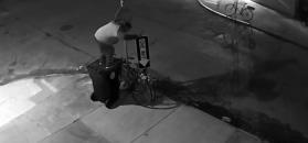 Poświęcił kwadrans, by ukraść rower. Wszystko nagrał monitoring