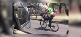 Wiózł figurę świętego rowerem. Nie skończyło się to dobrze