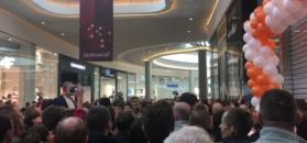 Długa kolejka ustawiła się przed pierwszym w Polsce salonem Xiaomi