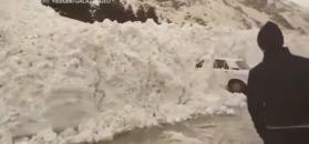Lawina zniszczyła auta w rosyjskim kurorcie narciarskim