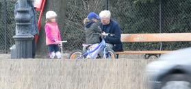 Urbański storfuje córki w parku. Co im tak tłumaczył?