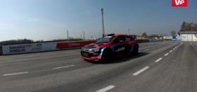Najostrzejszy Hyundai na torze wyścigowym. Strzela płomieniami i wchodzi bokiem w zakręty