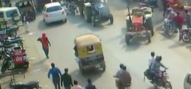 Atak traktora widmo. Maszyna rolnicza atakuje auta i przechodniów