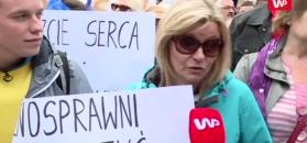 """Protest ws. niepełnosprawnych przed Sejmem. """"Musimy obalić ten rząd"""""""