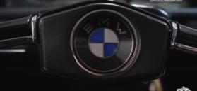 Przepiękne zabytkowe BMW. Właścicielka prezentuje wdzięki modelu 2002