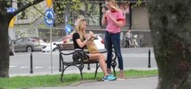 Ruchała zajada się fast foodem w centrum Warszawy