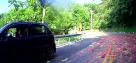 Arbuzy spadły wprost pod koła motocyklisty, epicka podróż z dzieckiem i wypadki w Nascar