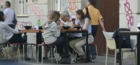 Urbański zajada chińszczyznę z towarzystwie córki