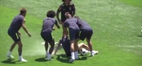 #dziejesiewsporcie: jajka i mąka na głowie Coutinho. Tak się bawią Brazylijczycy!