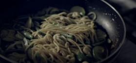 Spaghetti z kozim serem i sezonowymi warzywami. Letni obiad