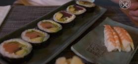 Najczęstsze błędy podczas jedzenia sushi. Zobacz, jak ich uniknąć