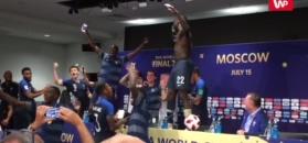 Szalone sceny na konferencji trenera reprezentacji Francji. Dziennikarze zostali oblani szampanem